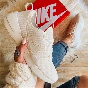 NWT Nike Ashin Modern